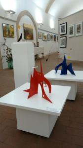 Arrangement in der Mitte der Ausstellung